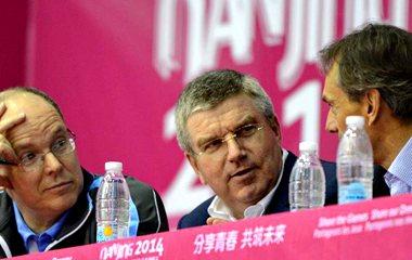 Президент МОК Томас Бах смотрел состязания по дзюдо в рамках Юношеских олимпийских игр в Нанкине