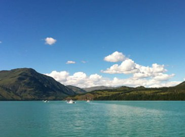 Озеро Канас в Синьцзяне привлекает туристов во всех концов света