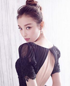 Китайская актриса Ни Ни позирует для модных журналов