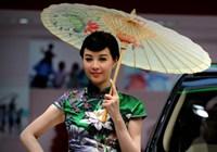 Девушки-модели на международном автосалоне в г. Чэнду