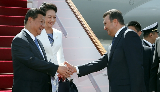 Председатель КНР Си Цзиньпин прибыл в Таджикистан с государственным визитом, а также для участия в саммите ШОС