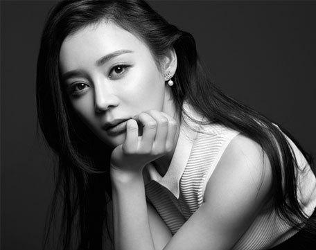 Черно-белые фото очаровательной Юань Шаньшань