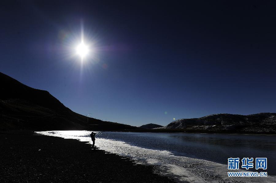 Плато Али Тибетского автономного района после снега