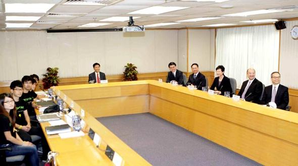 Администрация ОАР Сянган провела диалог с Ассоциацией студентов по вопросам конституционного развития