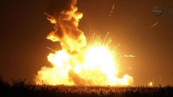 Взорвалась ракета-носитель 'Антарес', доставлявшая груз на МКС