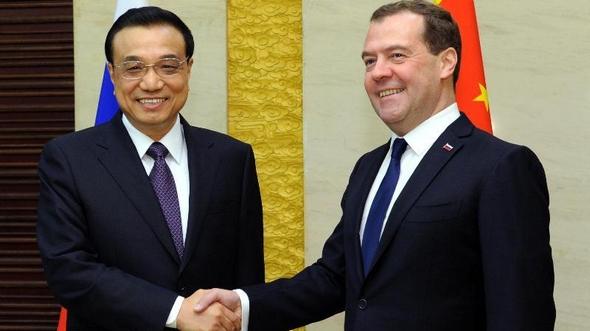 Ли Кэцян встретился с премьер-министром России Д. Медведевым