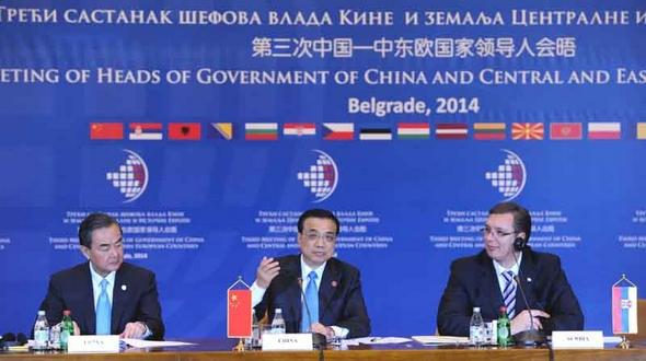 Ли Кэцян принял участие в третьей встрече руководителей КНР и стран Центральной и Восточной Европы