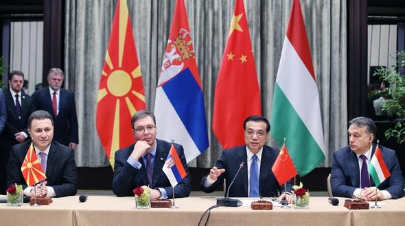 Ли Кэцян совместно с премьер-министрами Сербии, Венгрии и Македонии встретился с представителями СМИ