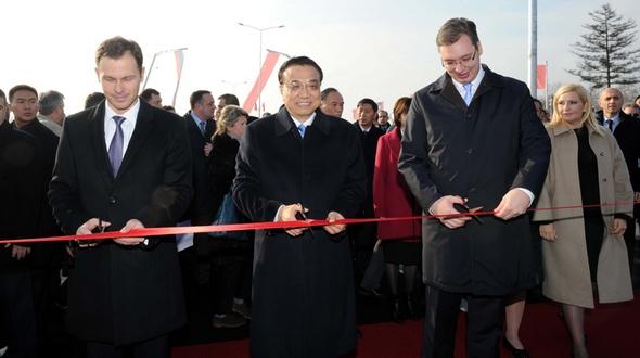 Ли Кэцян и премьер-министр Сербии посетили церемонию открытия моста через реку Дунай