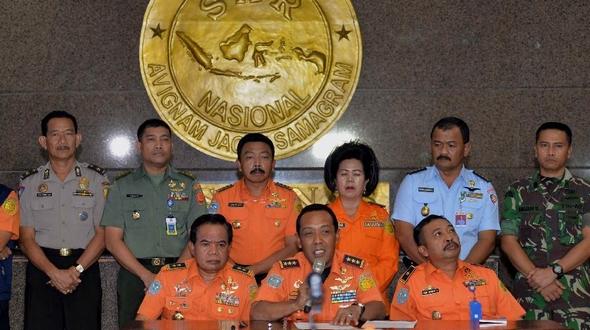 Индонезия сообщила, что пока не обнаружила 'черный ящик' потерпевшего крушение авиалайнера
