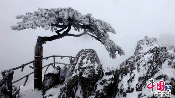 В достопримечательности Хуаншань выпал первый сильный снег 2015 года