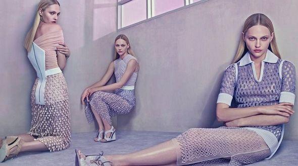 Супермодель Саша Пивоварова в рекламе одежды от бренда Balenciaga сезона весна-лето 2015