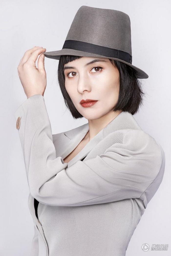 Первое появление звезды Чжан Синьи на обложке модного
