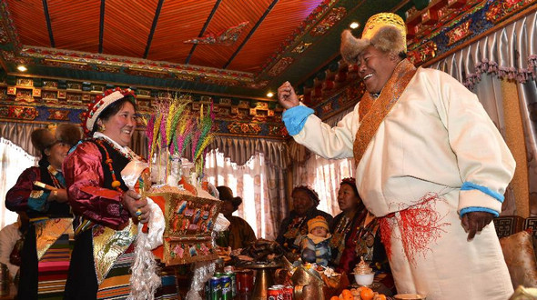 Крестьяне в Шигадзе радостно встретили Новый год по тибетскому календарю