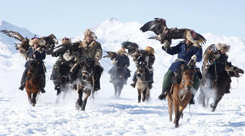 Архивное фото: На севере СУАР провели зимний чемпионат по соколиной охоте