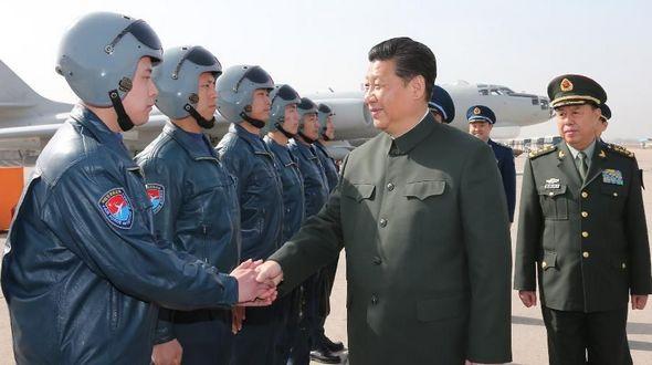 Си Цзиньпин проинспектировал военный контингент НОАК в городе Сиань