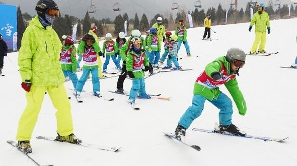 Кандидатура Пекина на проведение Зимней Олимпиады зажигает детскую страсть к зимним видам спорта на радость всем