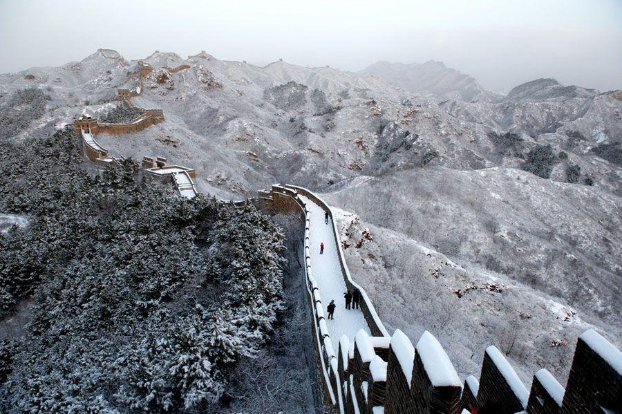 Участок Великой китайской стены Цзиньшаньлин после первого в году снегопада
