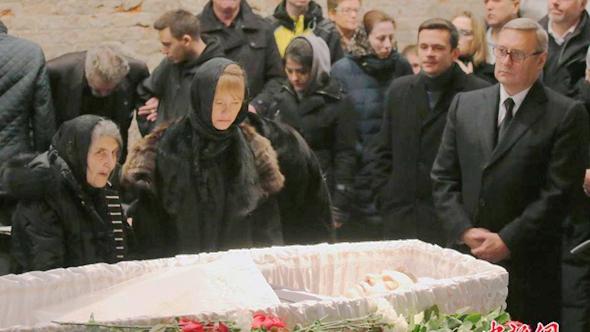 Российского политика Бориса Немцова похоронили на Троекуровском кладбище в Москве.