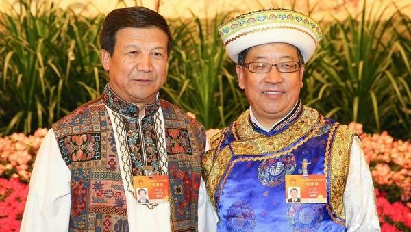 Депутаты в национальных нарядах на 3-й сессии ВСНП 12-го созыва