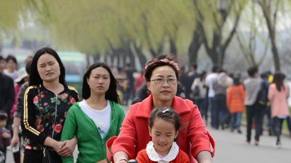 Весенние пейзажи озера Сиху (г. Ханчжоу) привлекают многих туристов