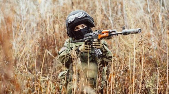 Российская девушка в военной форме стала звездой Интернета