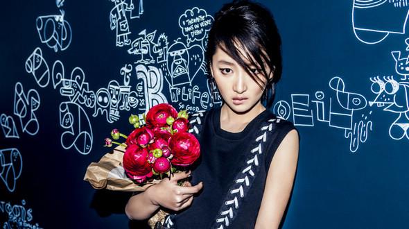 Стильная красавица Чжоу Дунъюй