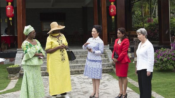 Пэн Лиюань пригласила жен лидеров, прибывших для участия в БАФ, на экскурсию