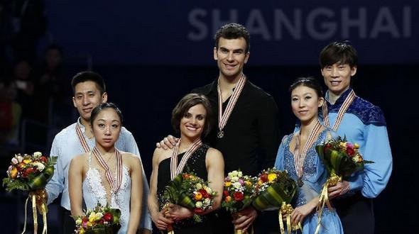 Китайские фигуристы завоевали серебро и бронзу в соревнованиях спортивных пар