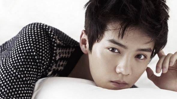 Популярный певец и актер Лу Хань попал на обложку журнала GQ Style, обеспечив изданию небывалые продажи