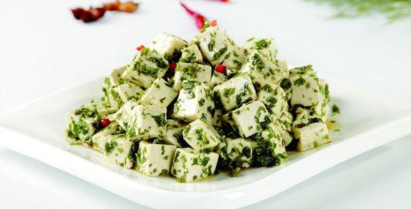Сыр доуфу с молодыми листьями цедрелы