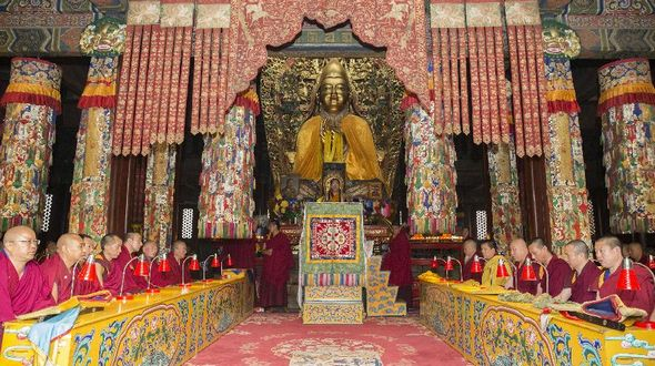 Панчен-лама 11-й отслужил в Пекине молебен о жертвах землетрясения в Непале и Тибете