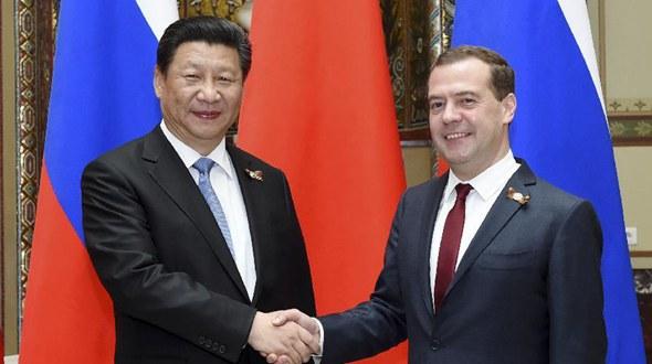 Си Цзиньпин встретился с премьер-министром России Д. Медведевым