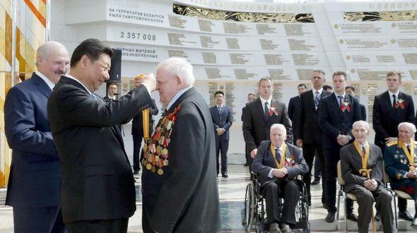 Председатель КНР Си Цзиньпин встретился с представителями белорусских ветеранов Второй мировой войны