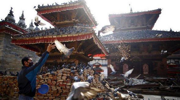 Фотосессия: в Непале после мощного землетрясения жизнь продолжается