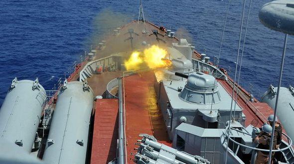 Китай и Россия выполнили стрельбу по морским целям боевыми снарядами