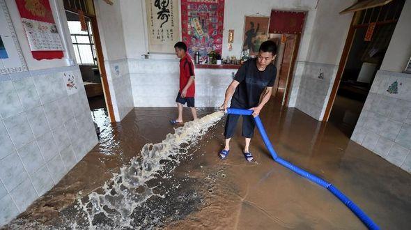 В результате новых ливневых дождей в Гуанси-Чжуанском АР свыше 800 тыс человек пострадали, 4 погибли