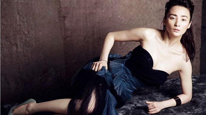Красотка Цзян Циньцинь без макияжа в объективах