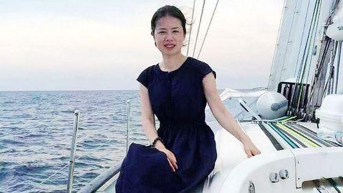 18 мая. Женщина на паруснике, который плывет по маршруту морского Шелкового пути