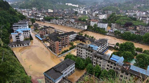 Сильные дожди в Гуйчжоу вызвали наводнение, около 50 тыс человек охвачены бедствием