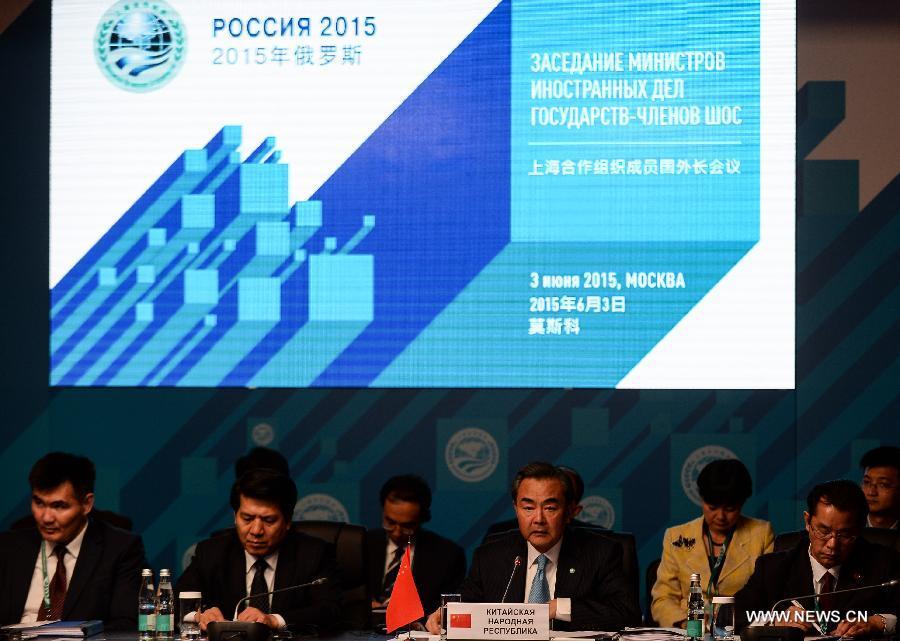 Министр иностранных дел КНР Ван И сегодня принял участие во встрече министров иностранных дел стран- членов Шанхайской организации сотрудничества /ШОС/, которая состоялась сегодня в российской столице.