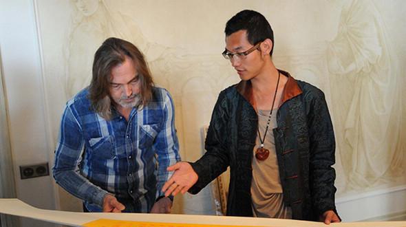 Режиссер Тянь Ци посетил мастерскую Никаса Сафронова, русский и китайский деятели искусства вновь объединились в своей работе