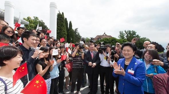 Лю Яньдун встретилась в Лозанне с представителями китайских студентов, пришедшими поддержать заявку Пекина на проведение зимней Олимпиады-2022