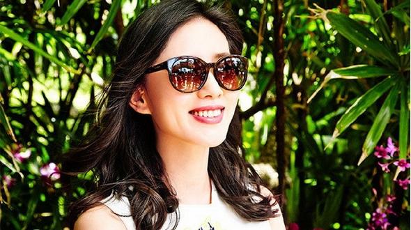 Очаровательная актриса Лю Шиши в фотосессии на острове Пхукет