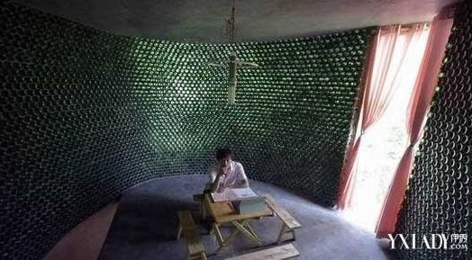 Парень из Чунцина построил дом площадью 29 квадратных метров из 8500 пивных бутылок