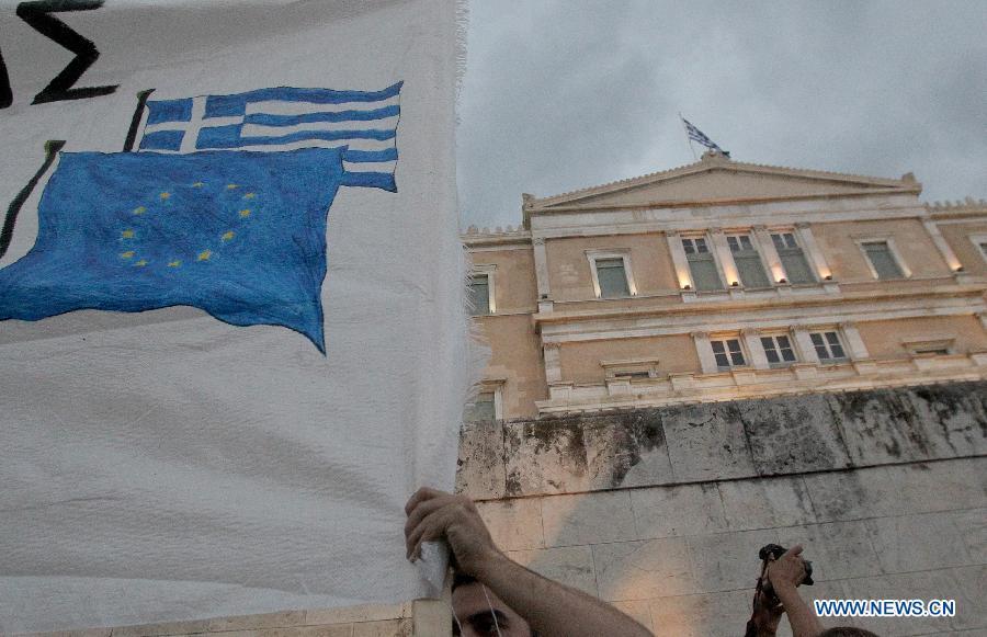Международный валютный фонд /МВФ/ во вторник заявил, что Греция не погасила в установленный срок МВФ свою задолженность и стала первой развитой страной, которая допустила дефолт по своим обязательствам перед МВФ.