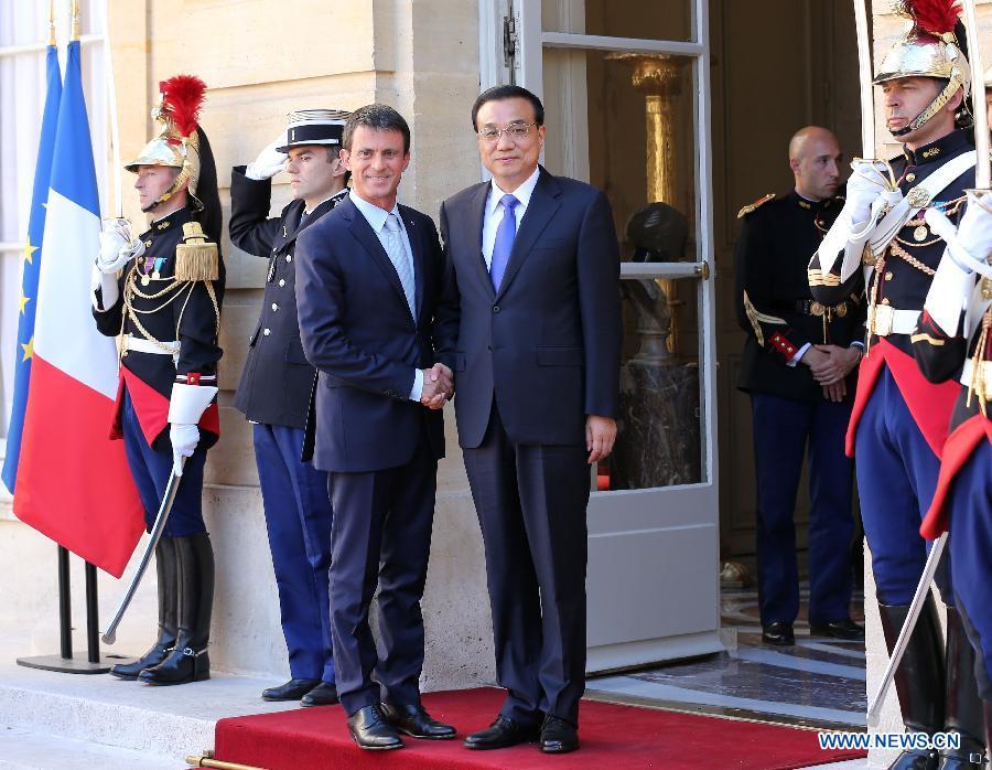 Премьер Госсовета КНР Ли Кэцян во вторник встретился с премьер-министром Франции Манюэлем Вальсом.
