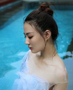 Фотографии Сюй Лу в воде