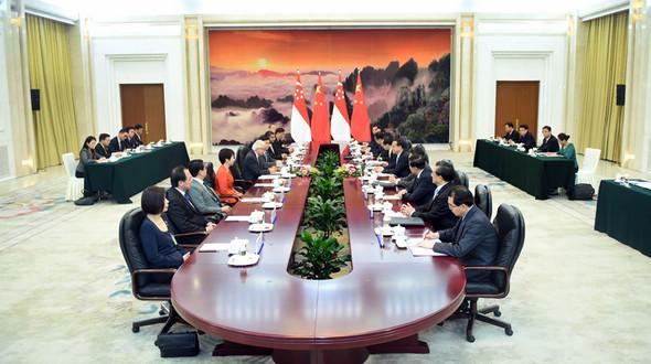Ли Кэцян встретился с президентом Сингапура