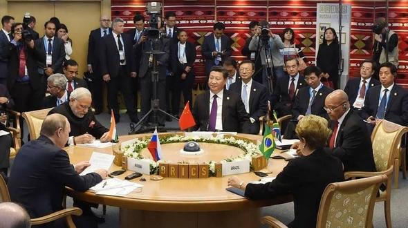 Си Цзиньпин принял участие в седьмой встрече руководителей стран БРИКС